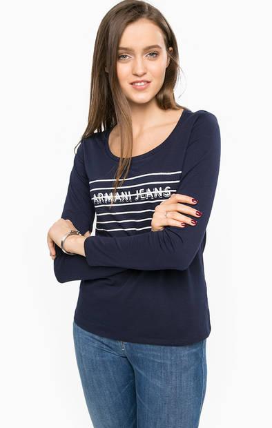 Синяя футболка с длинными рукавами