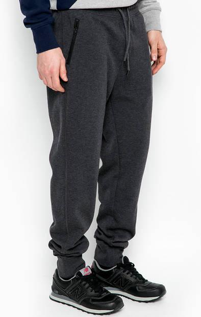 Зауженные брюки на резинке